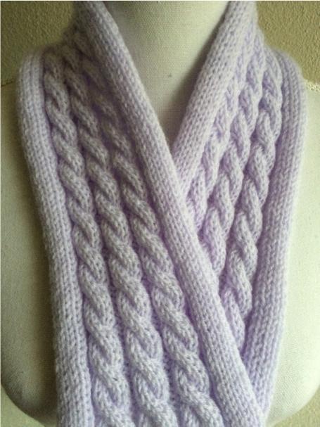 lila-korte-shawl-met-kabels.