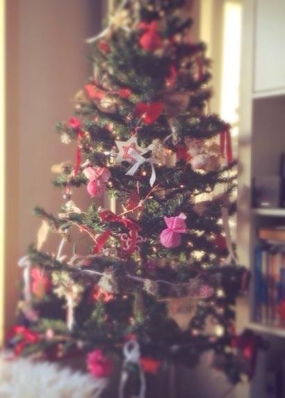 stoffen-kerstballen-zonder-naaien